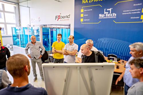 SP Tech - Robotické brousící centrum